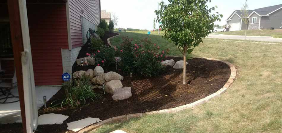 New mulch has been installed in the landscape bed of this Ankeny property.