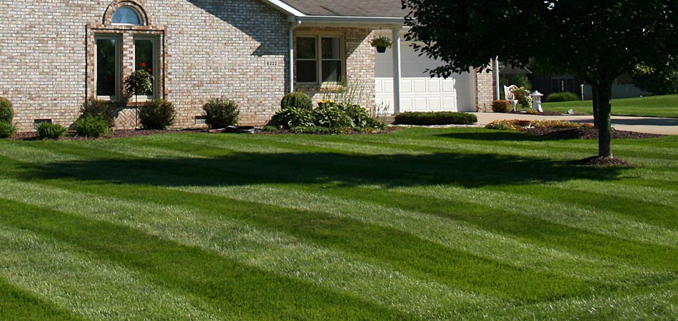 Our team of professionals mow this lawn on a regular basis at a home in Clive, IA.