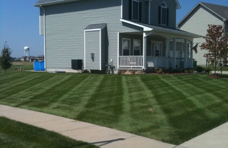 Home with perfect lawn in Des Moines, IA.